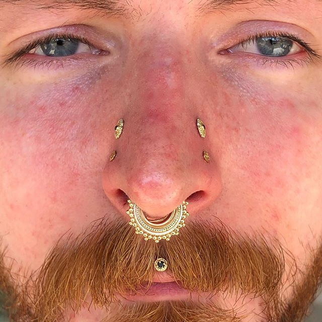 Healed high nostrils and fresh paired nostrils for my bb apprentice @adornedbyblack  His yellow gold and black diamond setup is 😱🤤 #piercingsbydee #pairednostrils #highnostrils #nosepiercing #cutepiercing #bvla