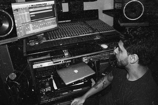 Follow our engineer @garynievesjr 🎛🎚 #recording #engineer #GLNJR #statenisland #studio #vintage #analog #blackandwhite #cobrasunstudio #RSG 📸: @nastacha_beck