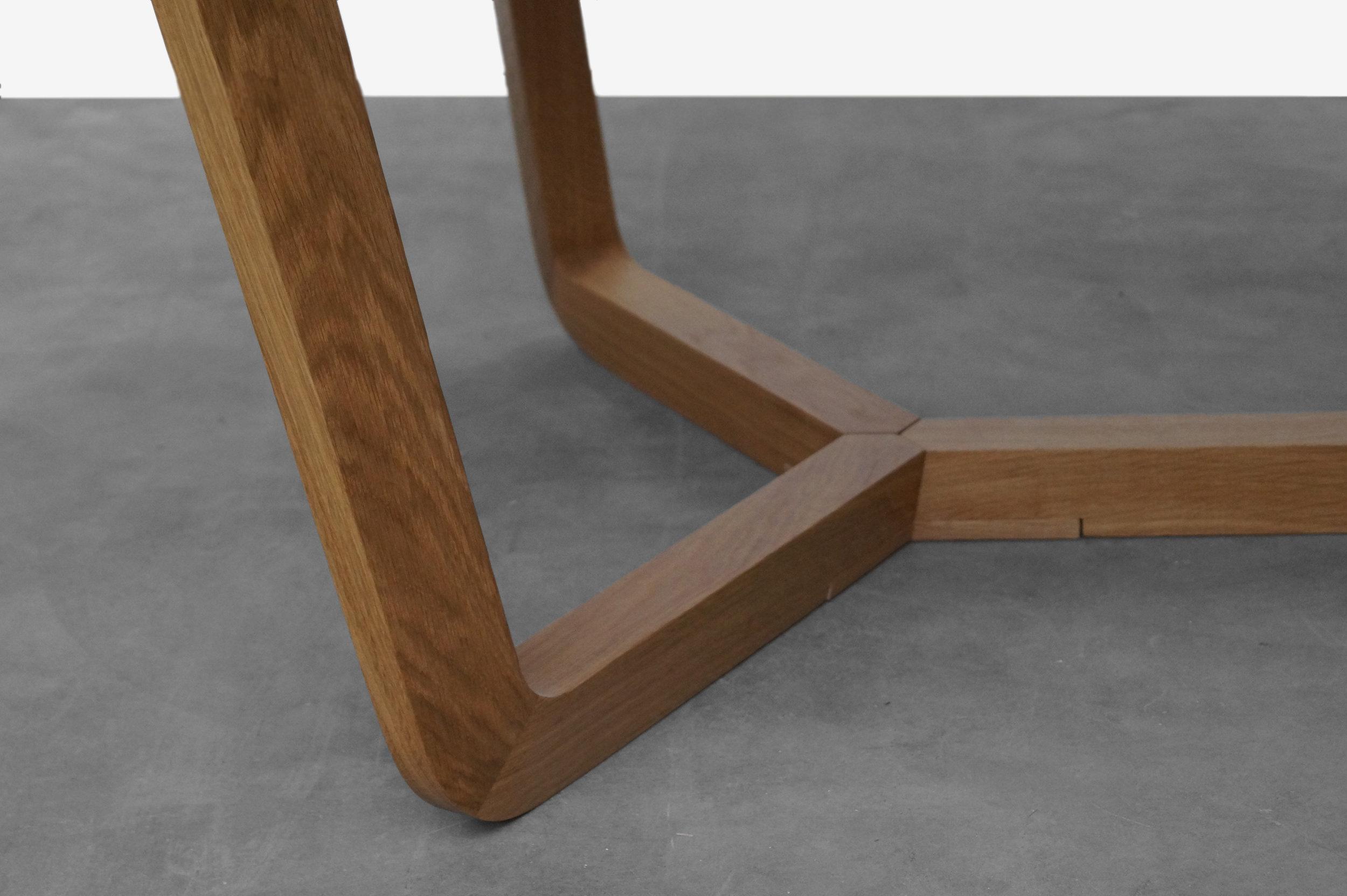 Detail_Circular_Table.jpg