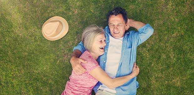 retired-couple-laughing-lawn