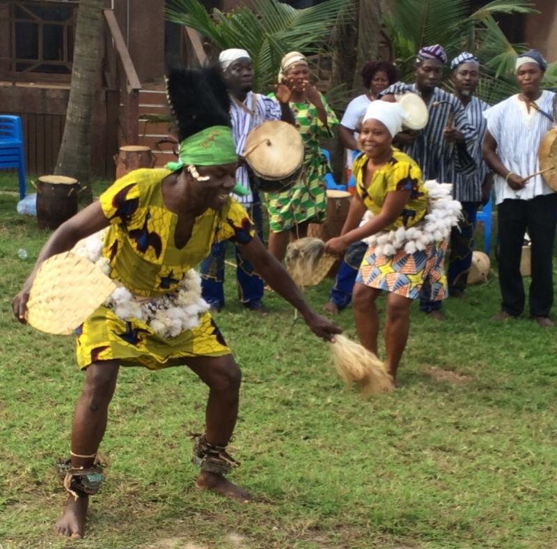 sULLEY iMORO OF mBAGBA cULTURAL tROUPE Photo by wENDY pERRON