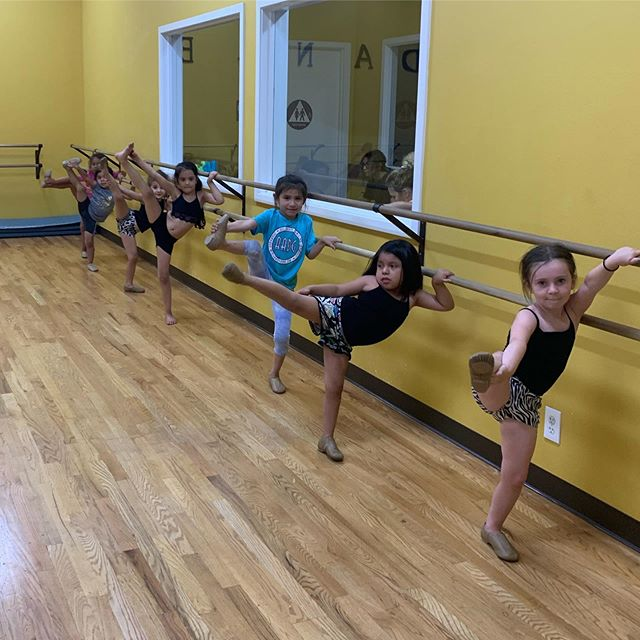 Our 4-6 yr old baby jazz class learning their leg holds 🥰 We can't wait to see all the new skills these babies will learn this season 🤩 #aadgmadera #jazz #futurestars #dance #stretch #leghold #techniquetuesday