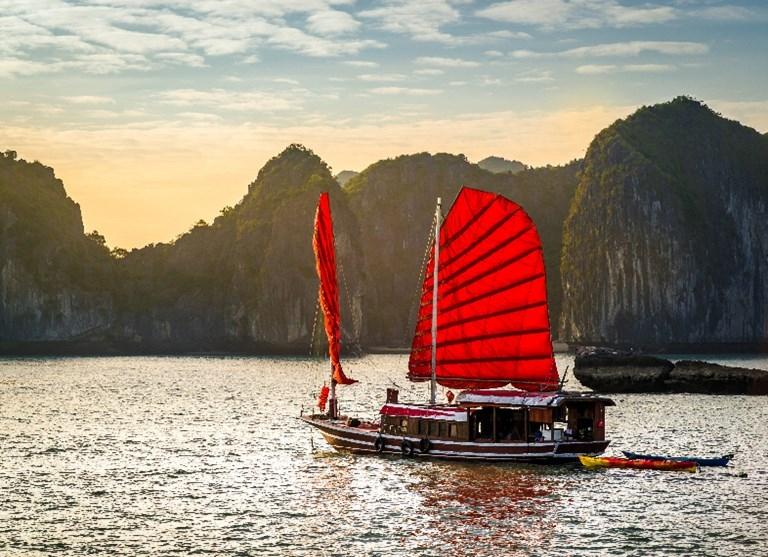 FAMILY TOUR IN VIETNAM