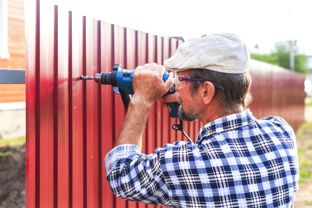 fence intsallation.jpg