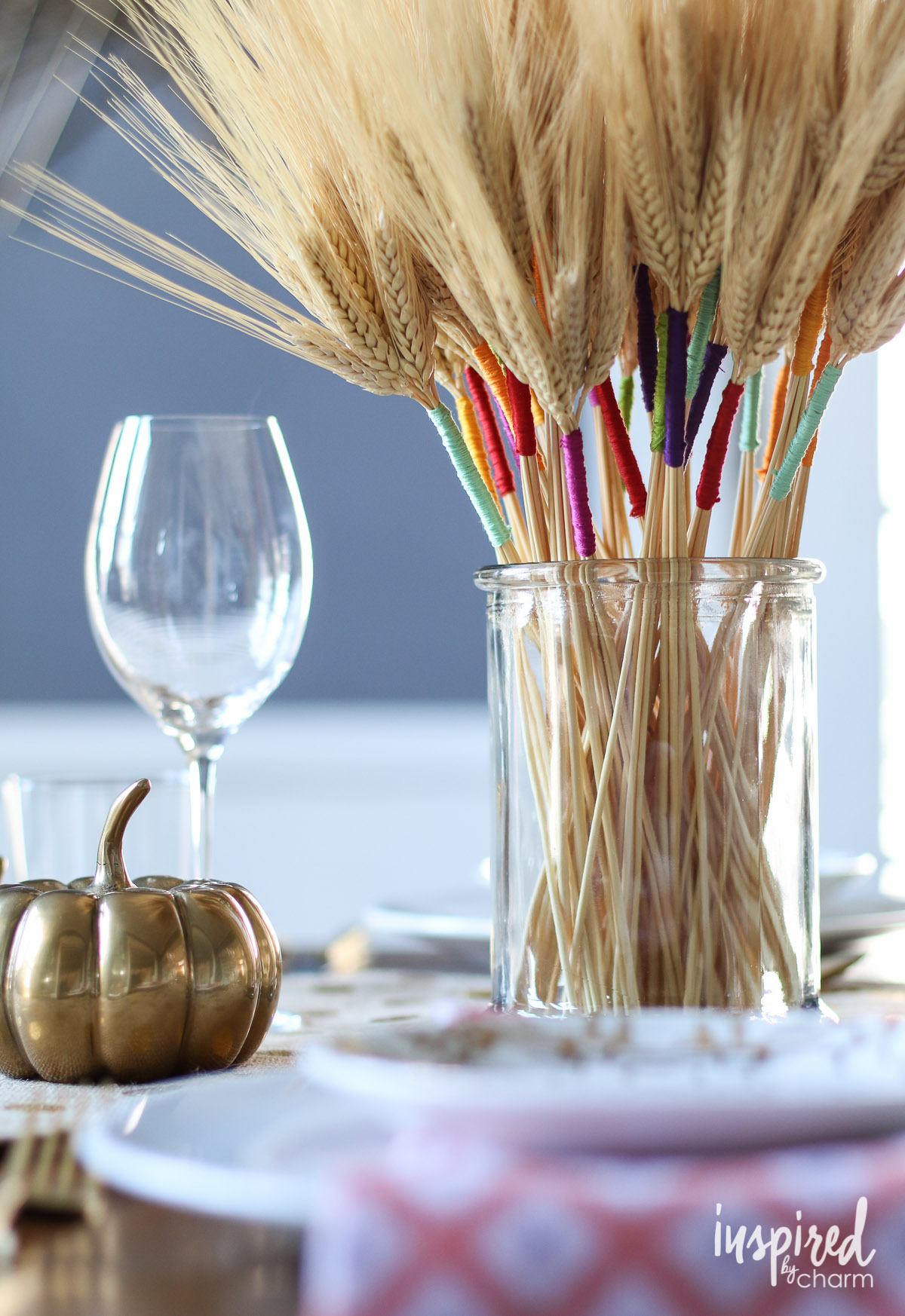 Towards the end of the year, it seems like we barely have a minute to rest. You've got to start early if you want to come out ahead! I've rounded up some of my favorite Thanksgiving DIY's to give your table the colorful makeover it deserves. Click to read more!