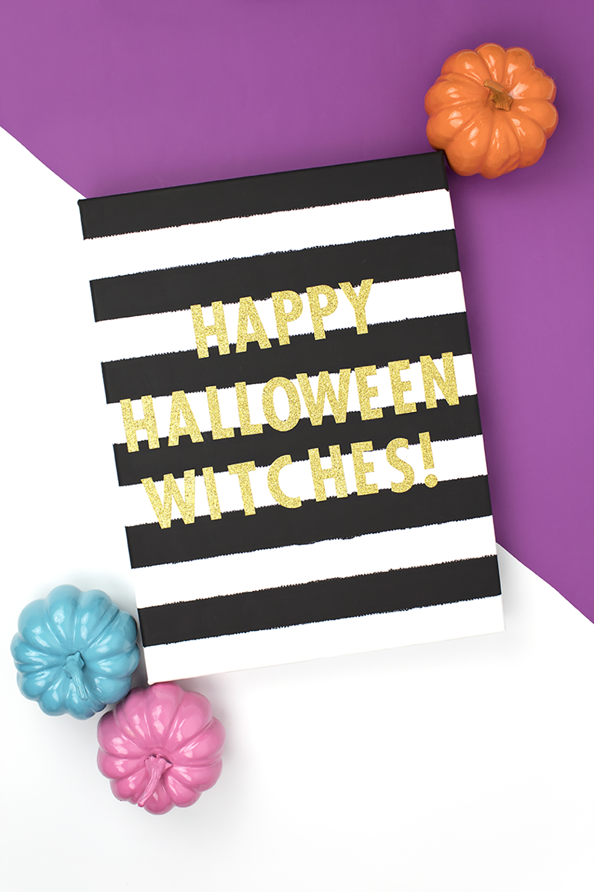 Looking for a slightly creepy, slightly cute way to decorate for Halloween? You've got to see this striped sign! Click for the full DIY. #halloweencrafts #halloweenart #diyhalloween