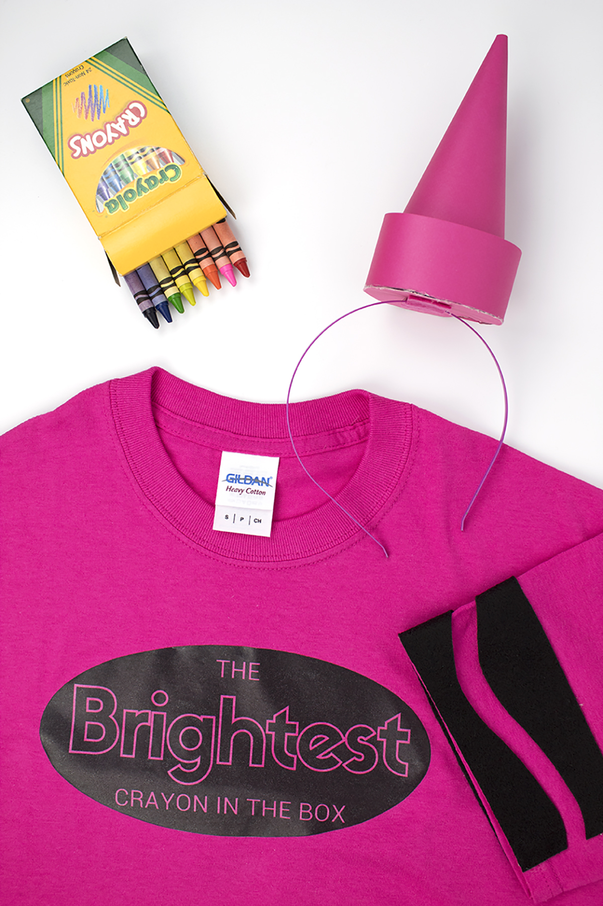Why be an ordinary crayon when you can be the BRIGHTEST crayon in the box?! Check out this DIY crayon costume project, and download the free printable so that you can be the brightest crayon too! Click for the full DIY. #crayoncostume #lastminutecostume #groupcostume #diycostume