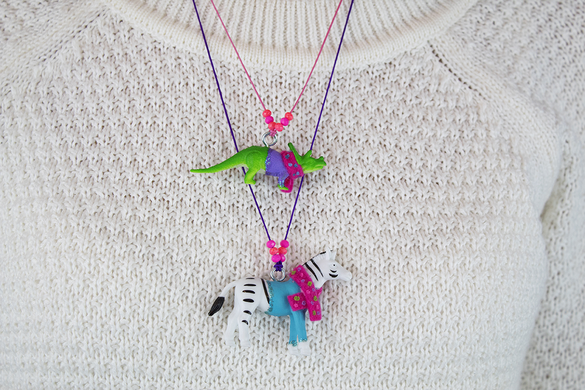 These animals in sweaters are so cute that everyone wants them! They would make a great gift for a winter or animal/dinosaur-themed party, or even as party favors! Click for the DIY.