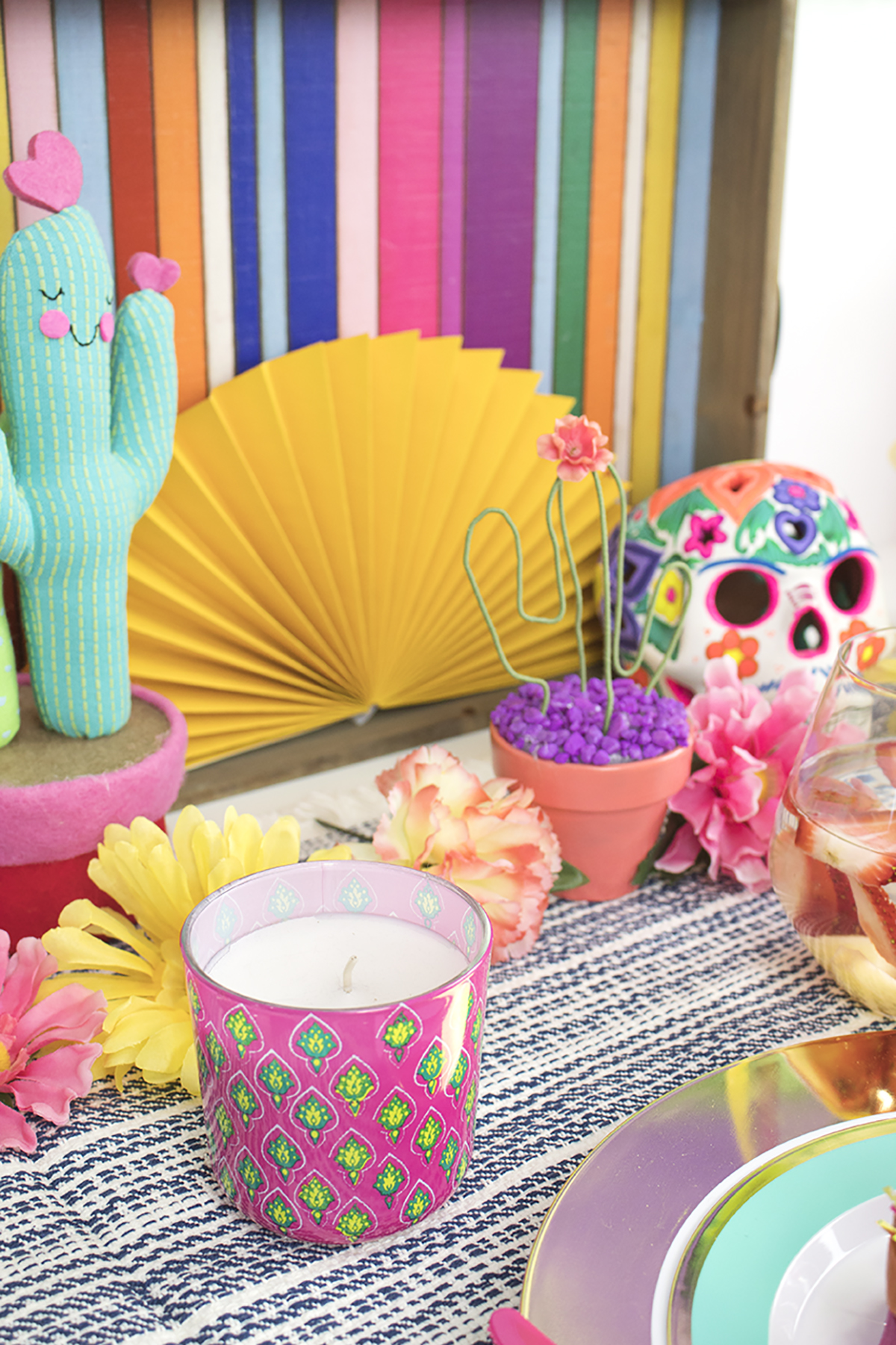 Looking for a way to celebrate Cinco de Mayo, Mother's Day, or celebrate a mom-to-be? Look no further! This Cinco de Mama Party is a Mexican fiesta without the alcohol. It's all about food, decor, and crafts!