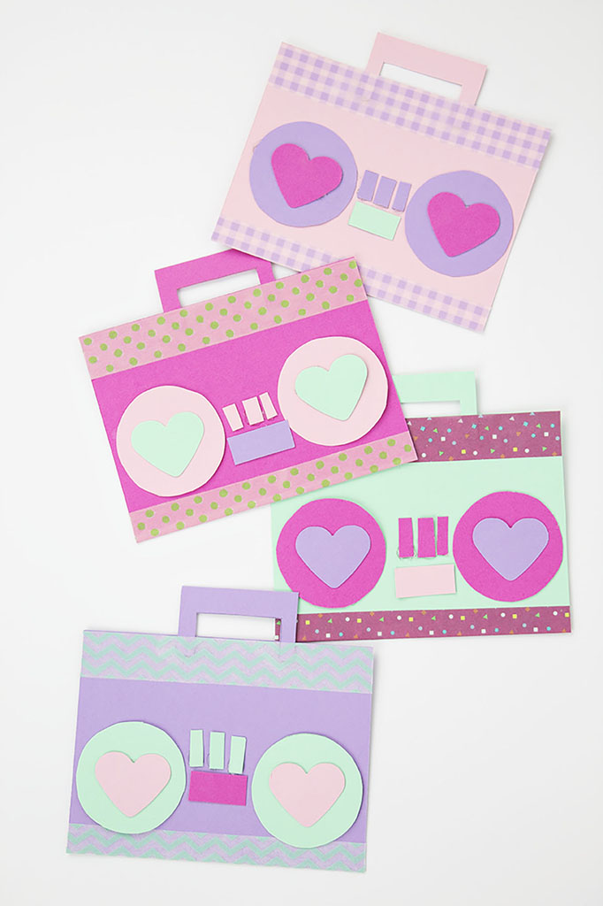 Looking to make something a little bit different this Valentine's Day? Try these DIY boombox music valentines! They're the perfect Valentine's Day gift for a music lover, especially when paired with an iTunes gift card!