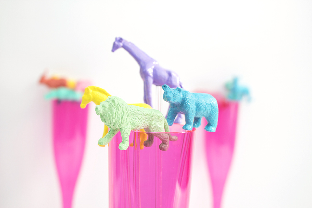 These party animals are sure to brighten up your day, no matter what's going on. As a bonus, they're so easy to make that you can create a set for yourself, and a few additional sets to give your friends as gifts. Click for the full tutorial!