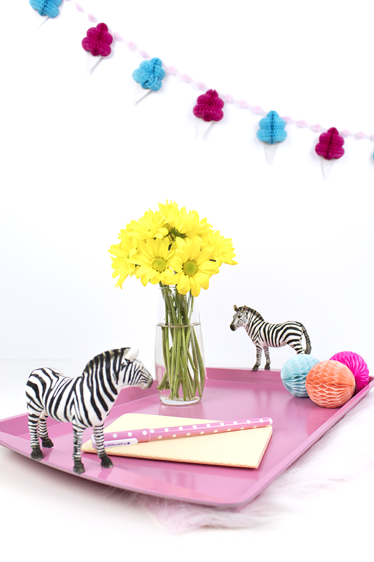 DIY Zebra Party Tray. Click for the full how-to!