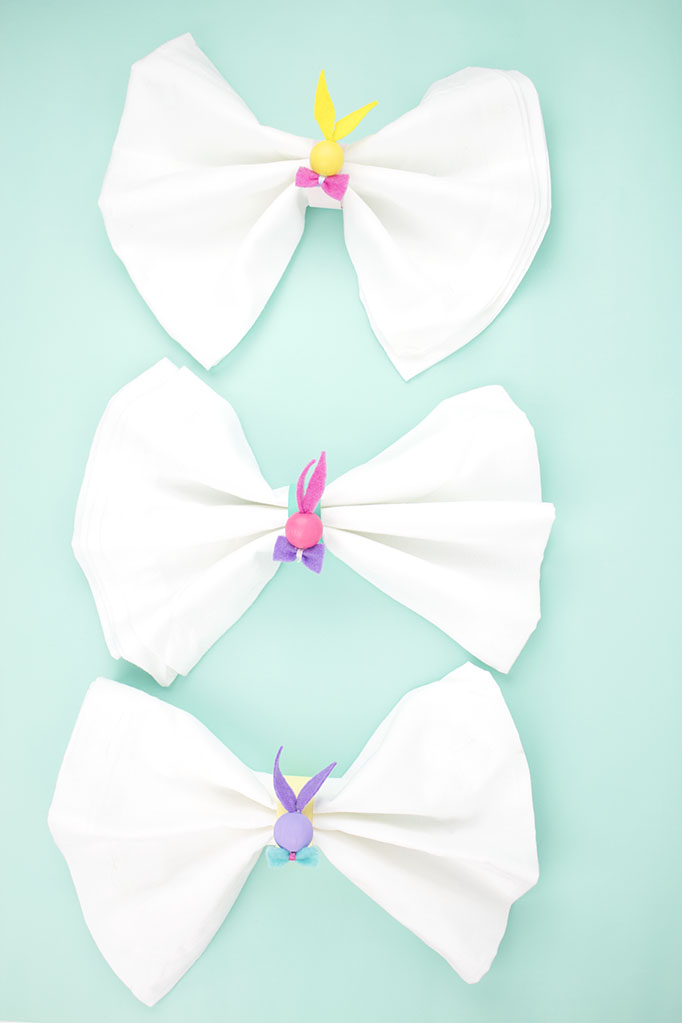 Looking to dress up your Spring tablescape or your Easter table settings? Add these DIY Easter Bunny Napkin Rings to your Easter decor for a pop of color! They're an easy Easter craft that you can whip up in a jiffy! Click for more info. #diynapkinrings #eastercrafts #eastertablesettings