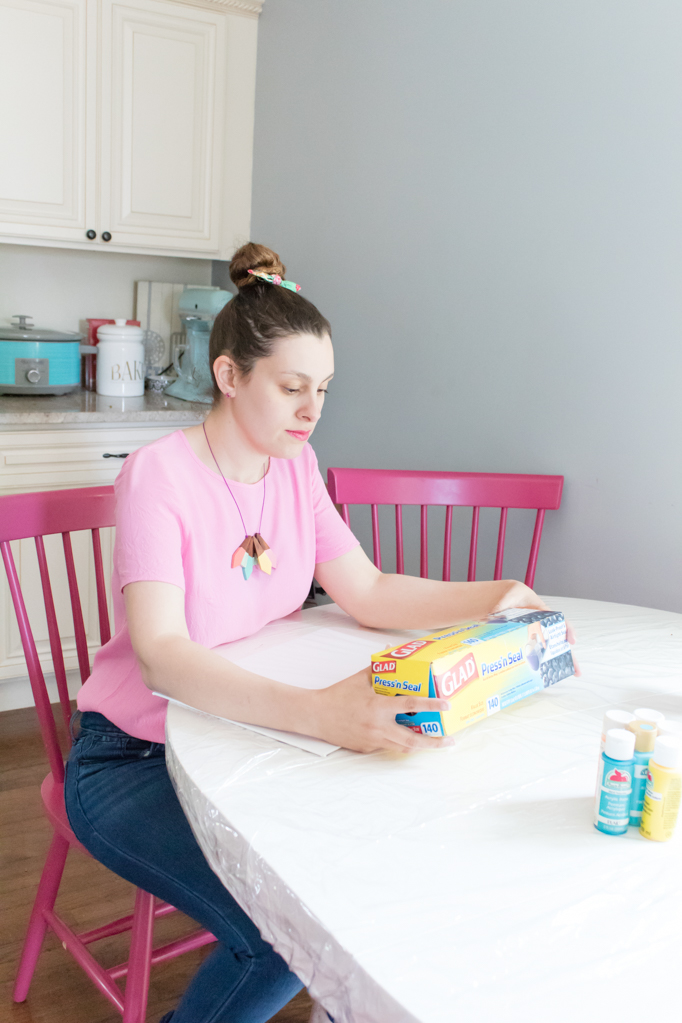 Looking for a gift that your baby can make? Check out how to create this mess-free painting that your little one can make using their hands, feet, or their bouncer! It's the perfect mother's day gift too! Click to see how easy it is. #babysensoryplay #babypainting #nomessartwork