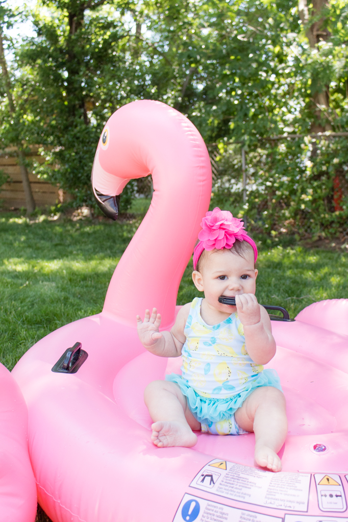 Looking to add a little bit more fun to your everyday blow-up pool? How about making a super easy Flamingo pool party for your kids for less than $100?! This setup took me about 10 minutes, so it's perfect for an impromptu summer day. Click for the full post to do it yourself! #poolparty #flamingoparty #flamingopoolparty