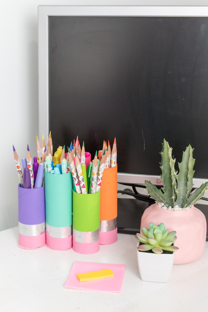 Looking for a great back to school craft, or a perfect new teacher gift? How about a pencil cup made with something totally free- the paper roll?! This project is so easy to make and extremely affordable. Click to find out how to make it and where get your supplies! #backtoschoolcrafts #backtoschoolpencil #paperrollcrafts