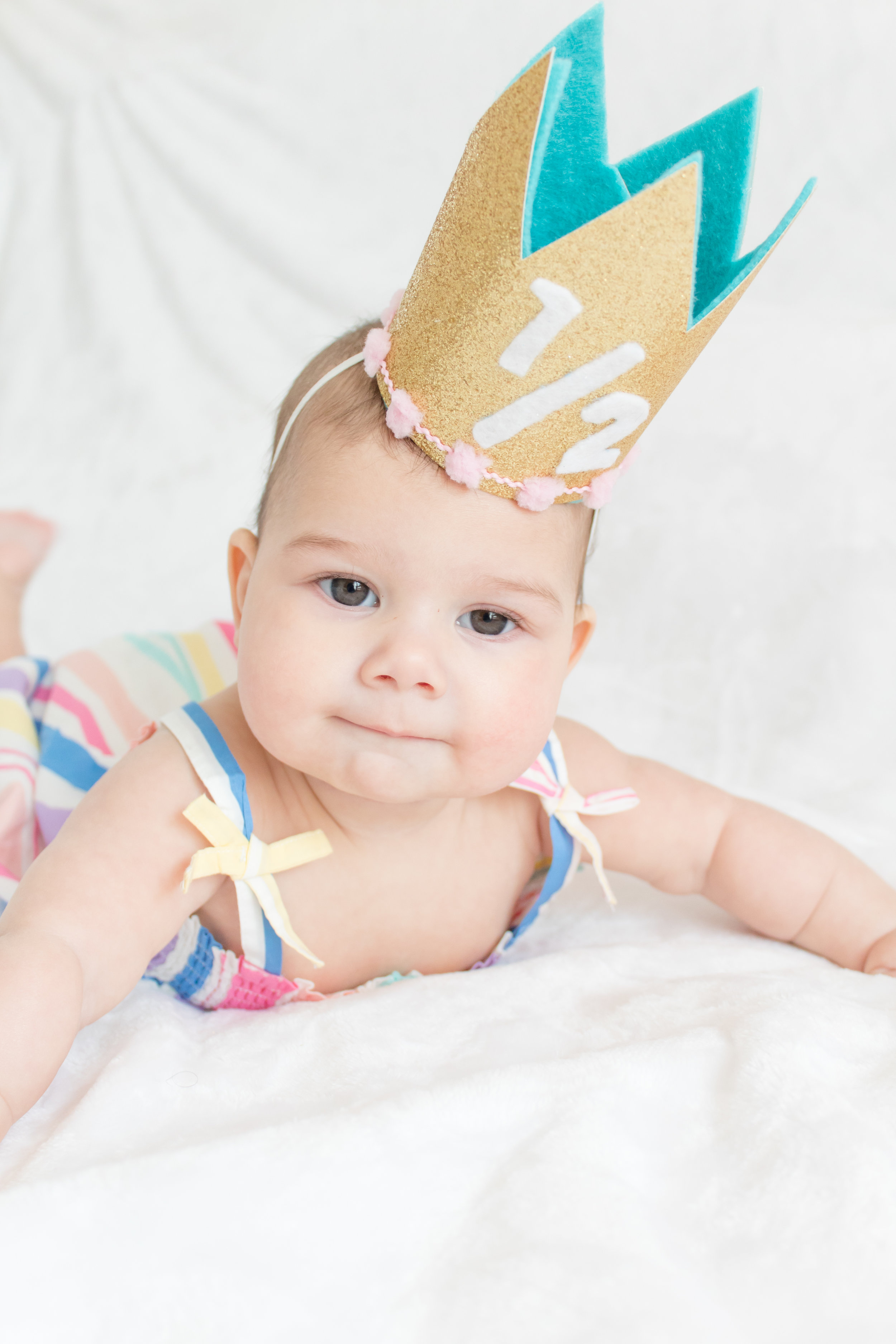 Everyone's birthday is better with a crown! This DIY glitter birthday crown is super easy to make and even includes a free template. Whip one up, then get your camera ready – your baby it's gonna look amazing! Click for the full DIY and the free printable. #DIYCrown #BirthdayCrown #firstBirthday