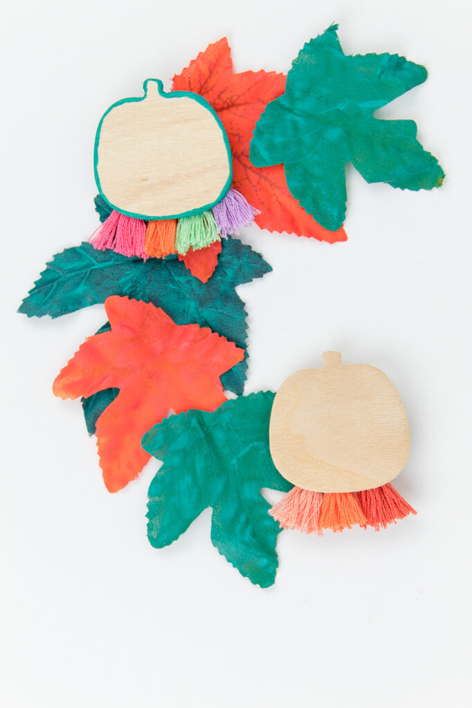This little pin is perfect for Halloween but can also be adapted to basic fall colors! It would also be really fun to make for your child's teacher or a coworker that loves fall. #halloweenpin #halloweenaccessoriesdiy #pumpkintassels
