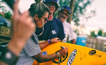 GUARDIAS DO MAR DEIXA LEGADO NA WSL PARA ONG DE SURF COM ASSINATURA DE ATLETAS PROFISSSIONAIS