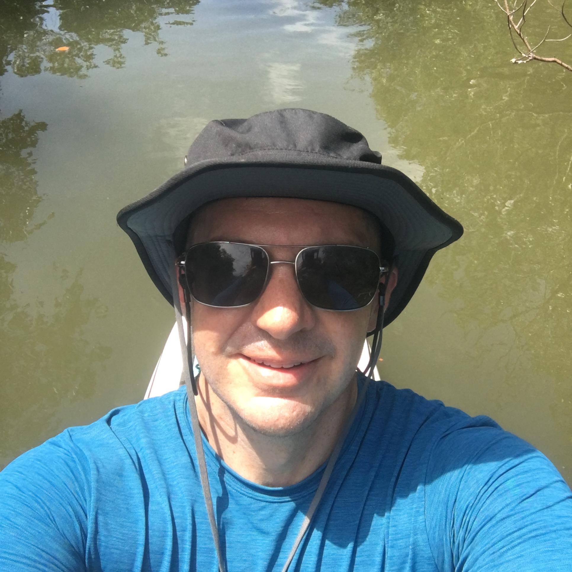 SUP Exploring Mangroves