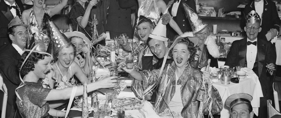 1930s-vintage-new-years-eve-photo-black-and-white1.jpg
