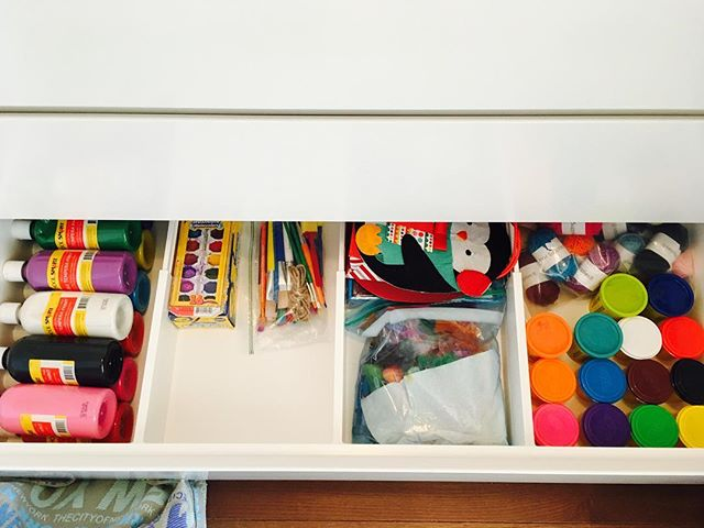 Drawers for kids arts and crafts 🙌🏻 So that they can reach them and then ultimately put the mess away 🙏🏻.