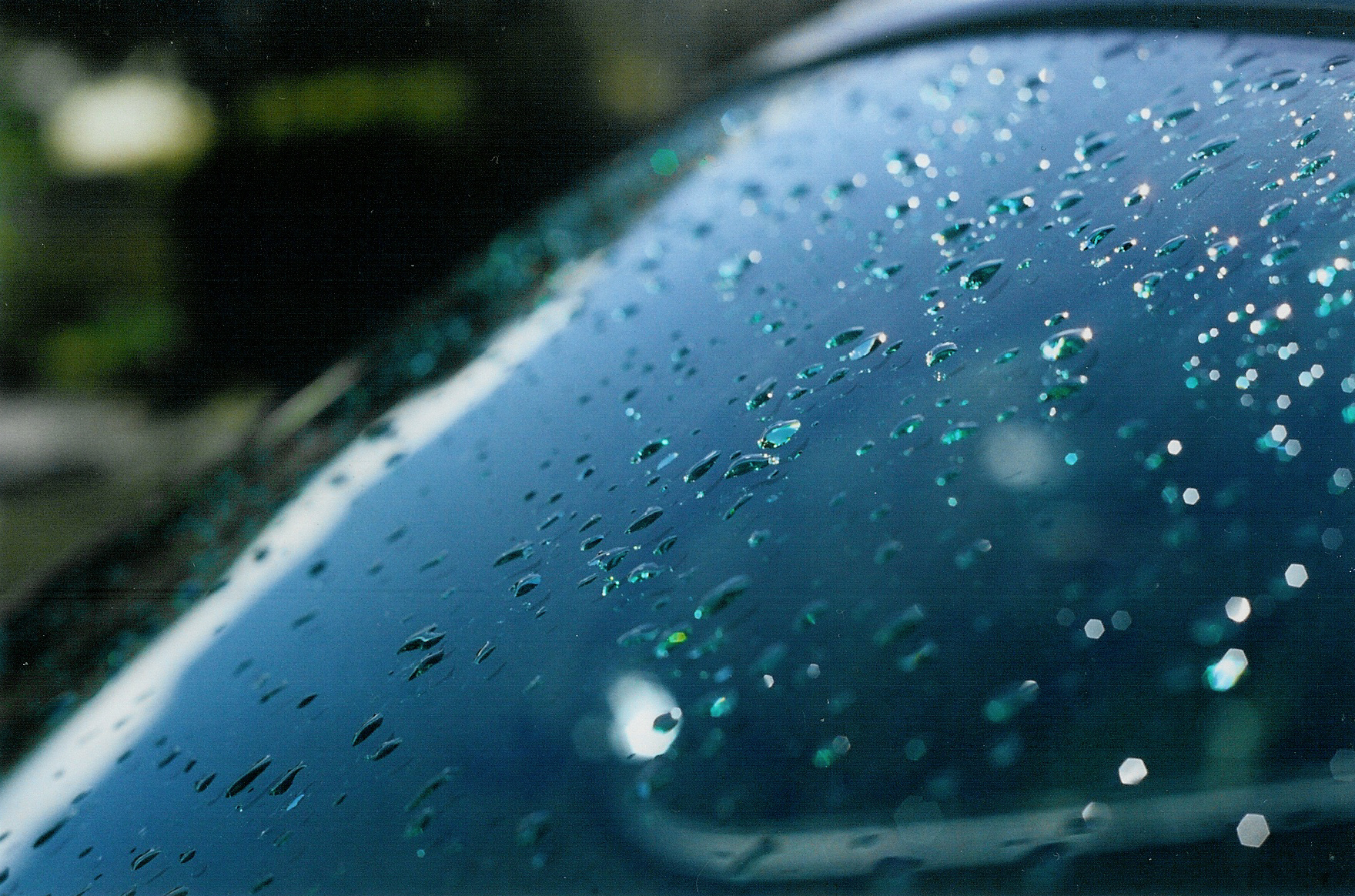 droplets on Beverley's rear windscreen.jpg
