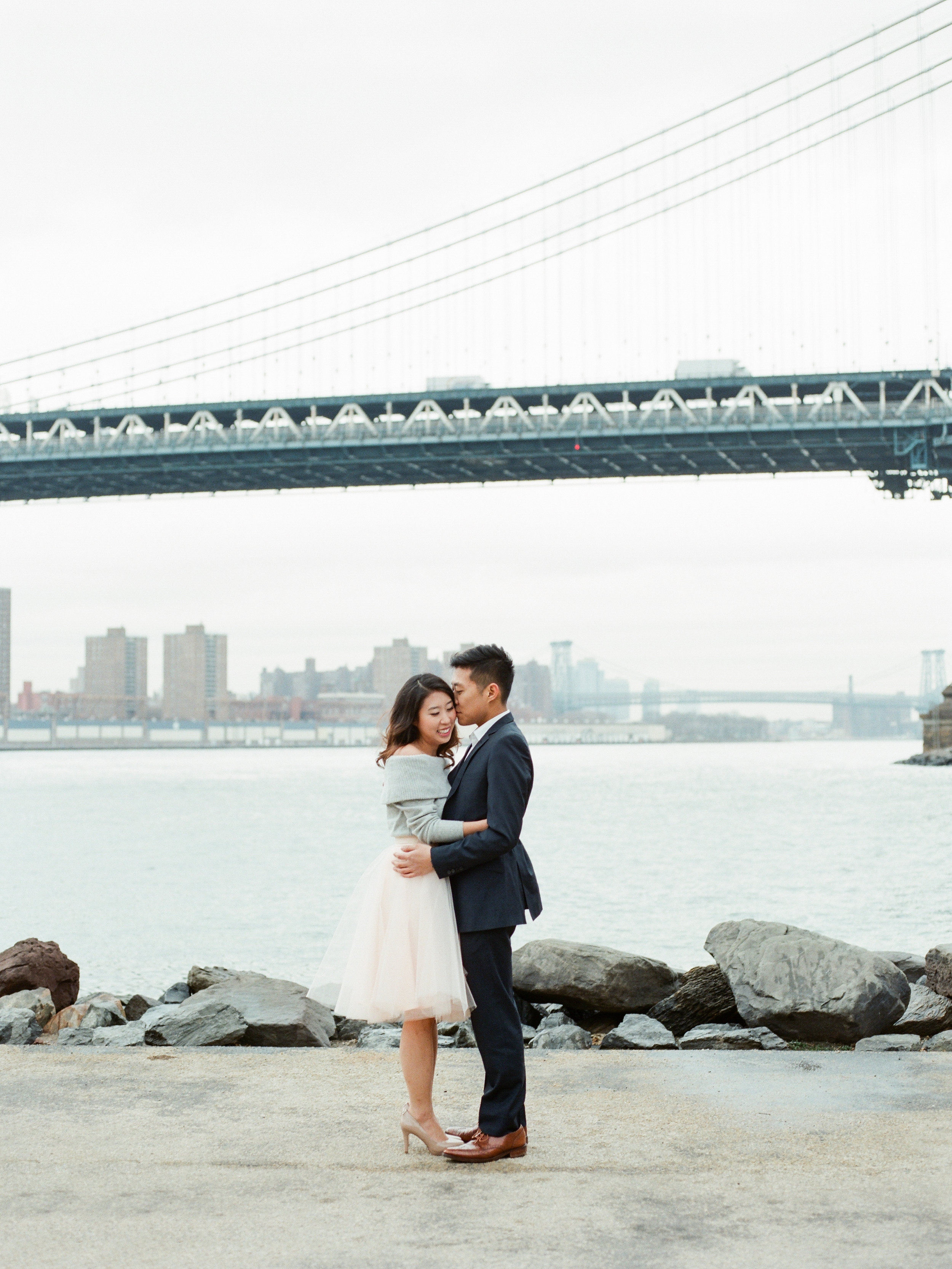 brooklyn-dumbo-new-york-engagement-photos-pictures-01.jpg