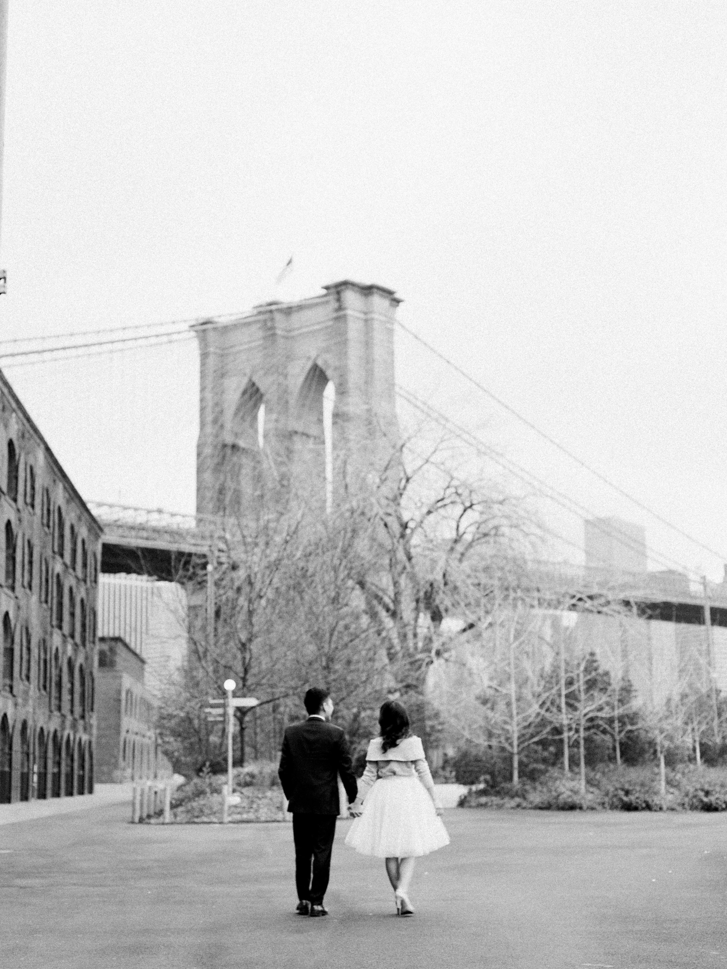 brooklyn-dumbo-new-york-engagement-photos-pictures-40.jpg