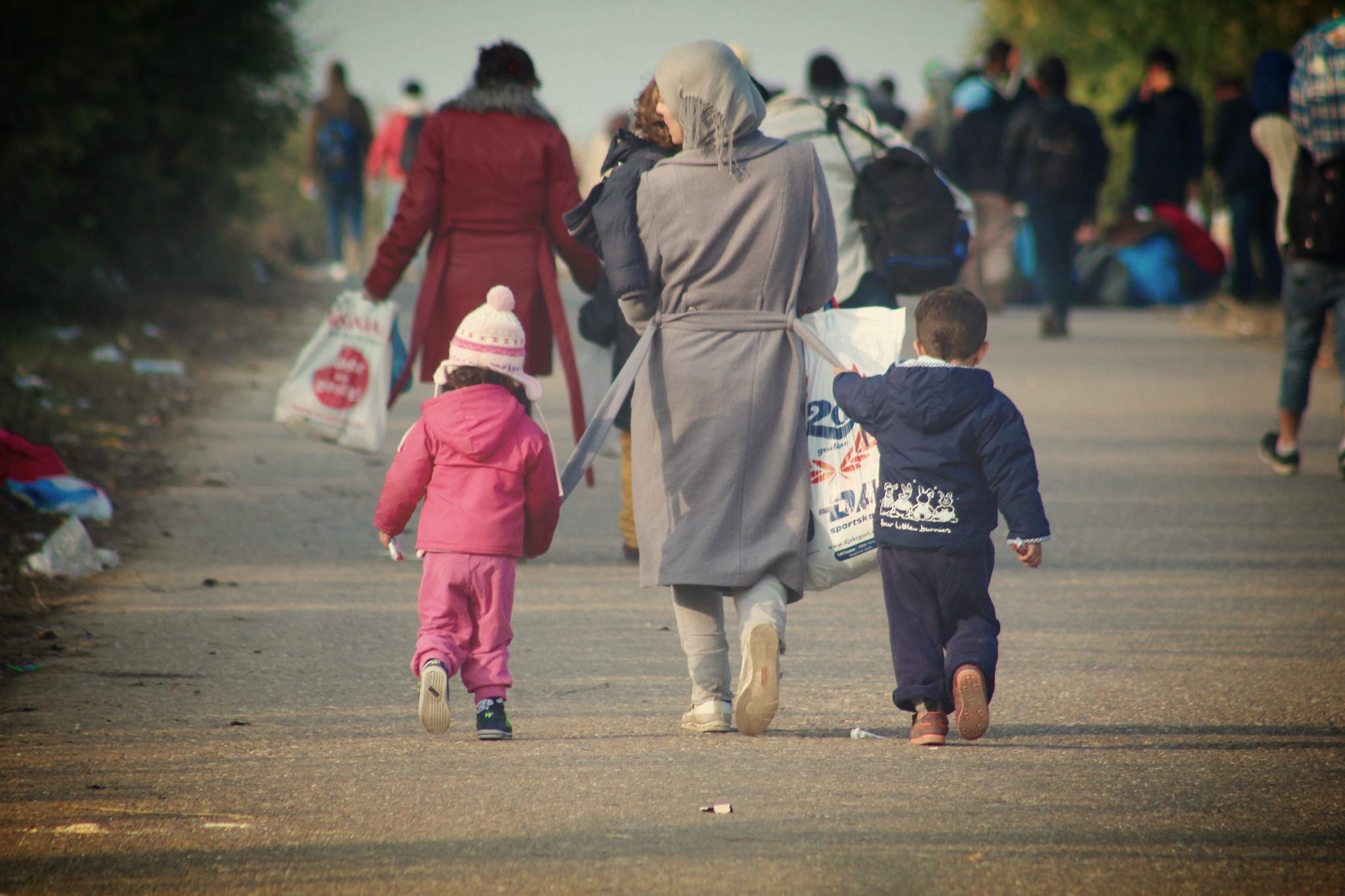 refugeemomwalking.jpg