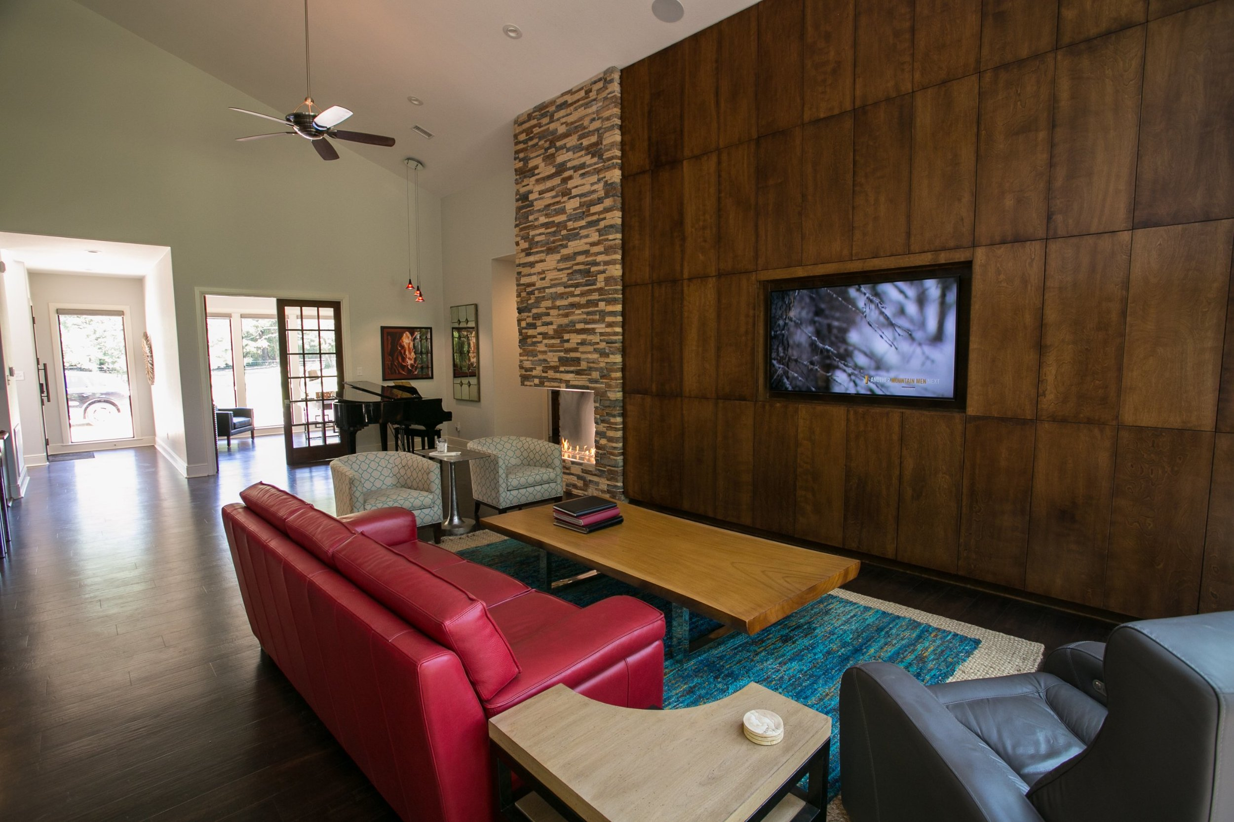 Wood wall cladding - texas contemporary lodge