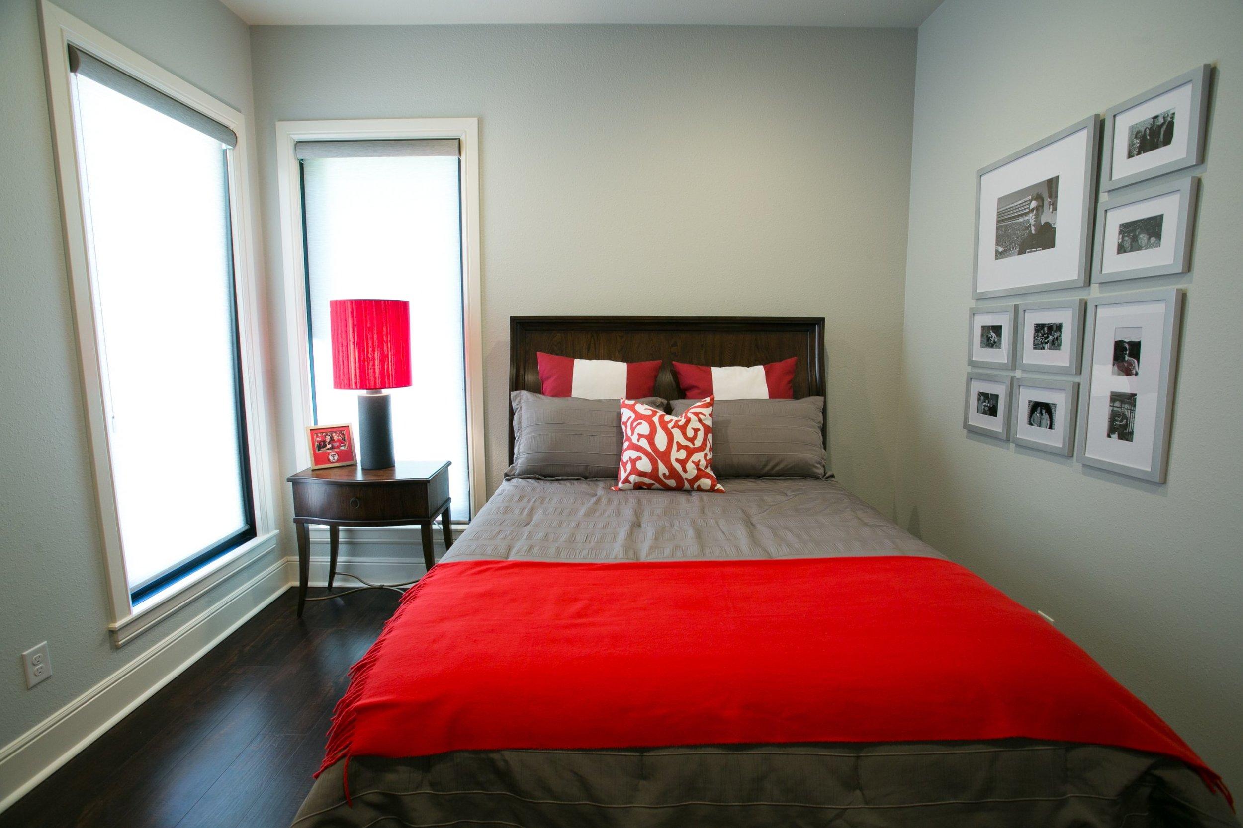 jillornelas.com/texas-tech-bedroom.jpg