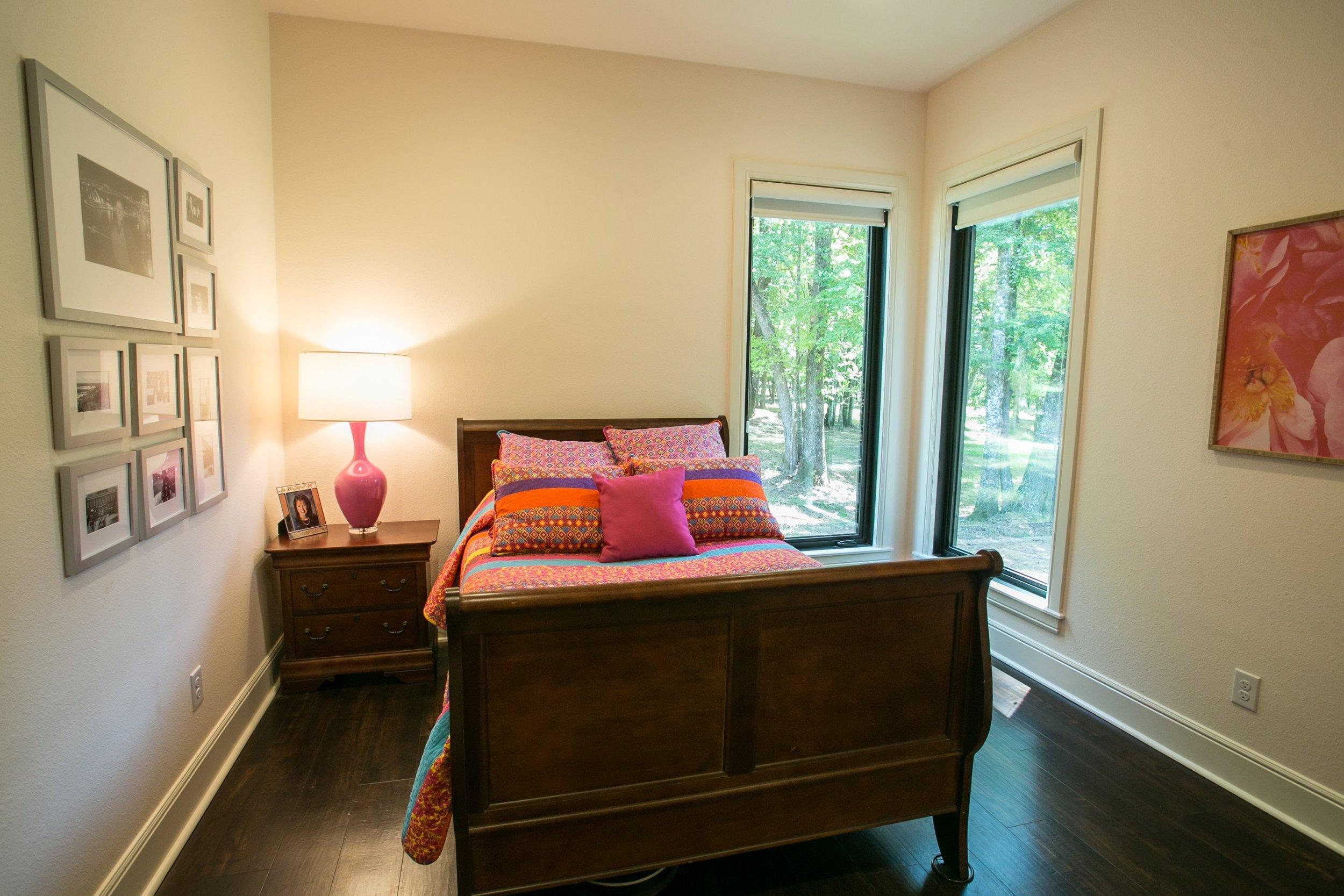 jillornelas.com/pink-bedroom-nacogdoches.jpg