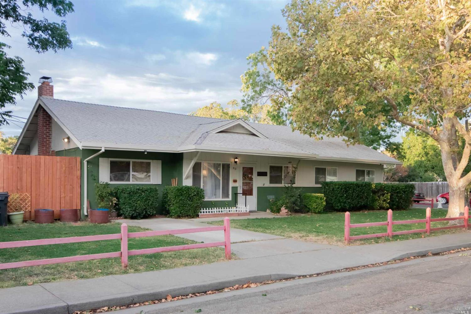810 Oregon St  | Sold 1/18/19 at $295,000