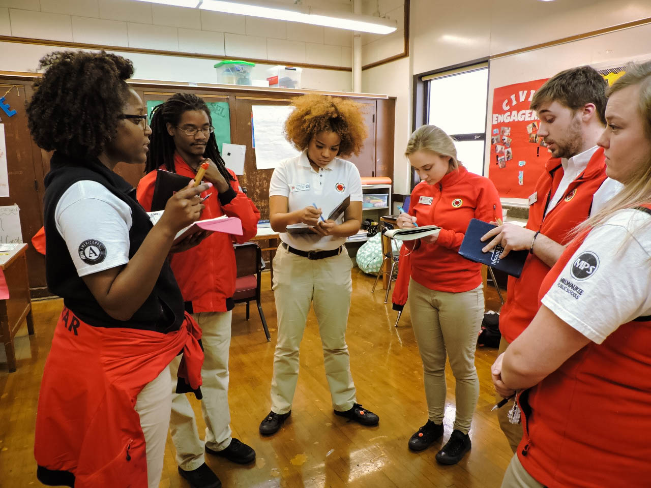 7:30am Opening Circle: Teams arrive at school and begin each day with an opening circle,a City Year tradition to become centered on the day ahead.Joys and Appreciations are shared,announcements are made, and teams set their intention for the day.