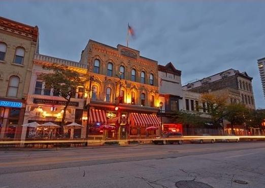 Restaurants & Breweries