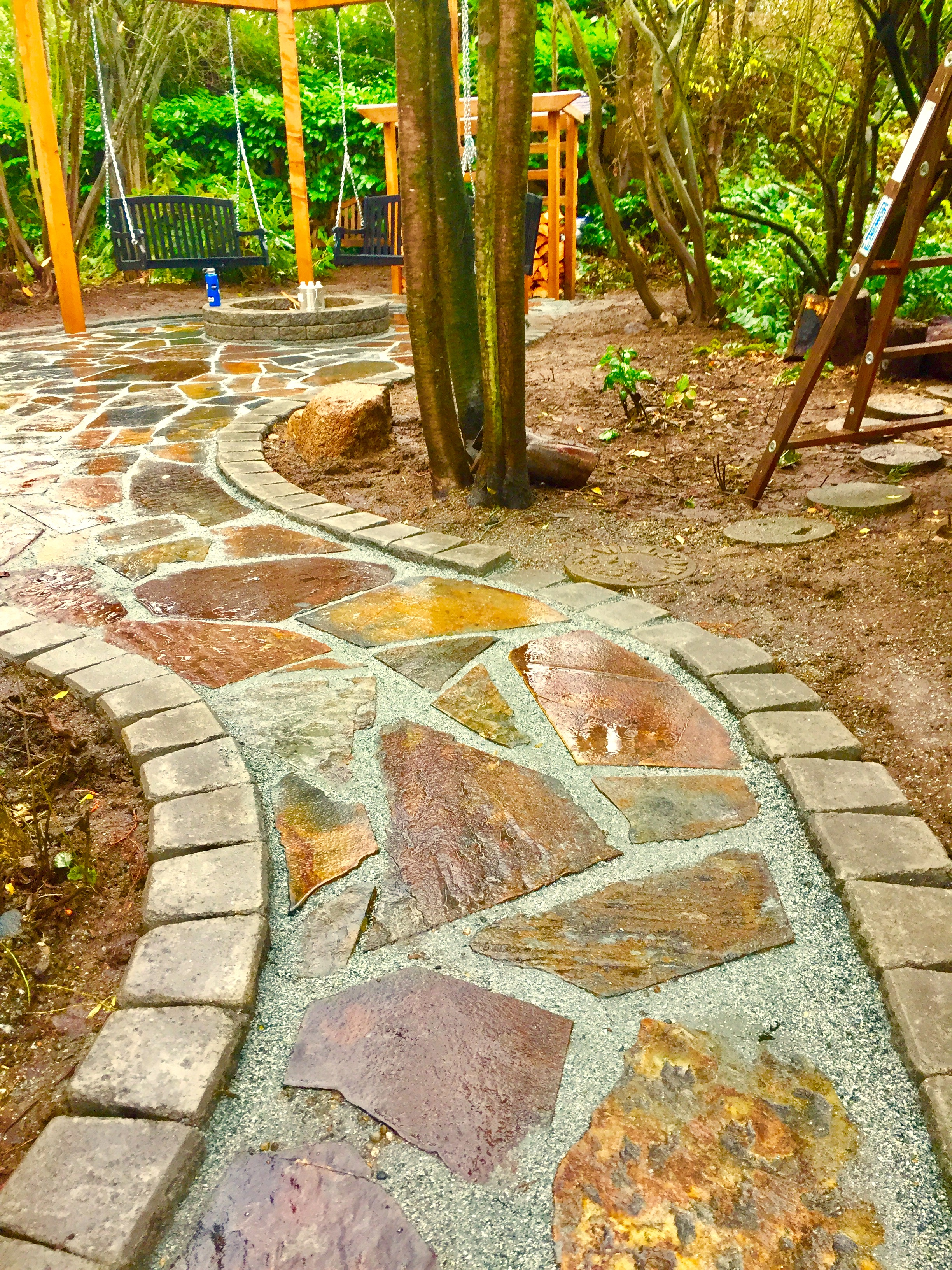 Flagstone is a dynamic paver that can be used in many shapes. Pictured above is a winding path with Roman stack edging.