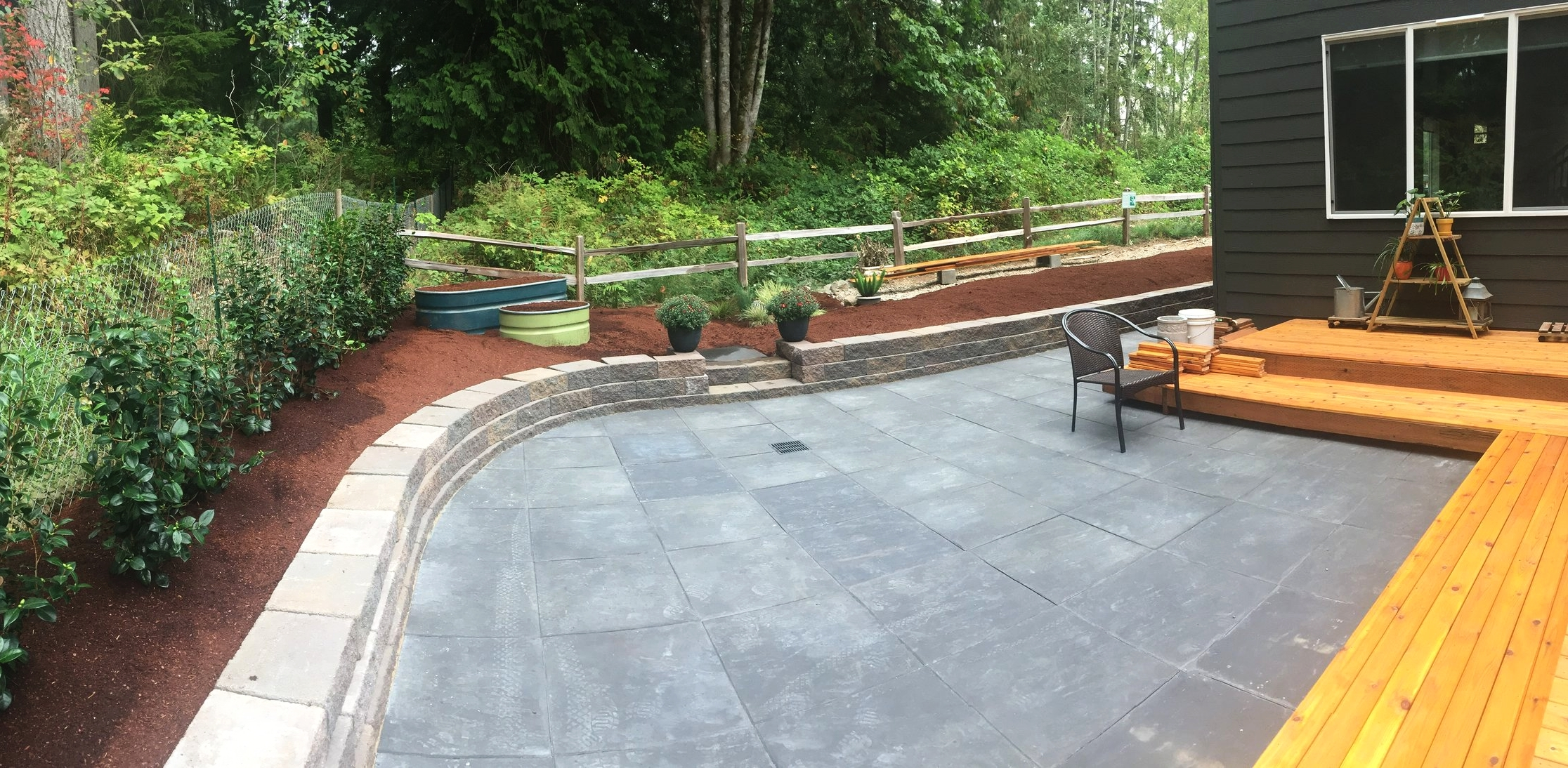 Our Work - Ediscapes seeks to enhance your yard and garden by bringing experience, personable customer service, and creative designs to the forefront. We specialize in gardens and beds, hardscape including patios, retaining walls, and pathways, and many more tasteful design elements. Below you will find a few examples of recent projects our team has completed within the Greater Seattle Area.