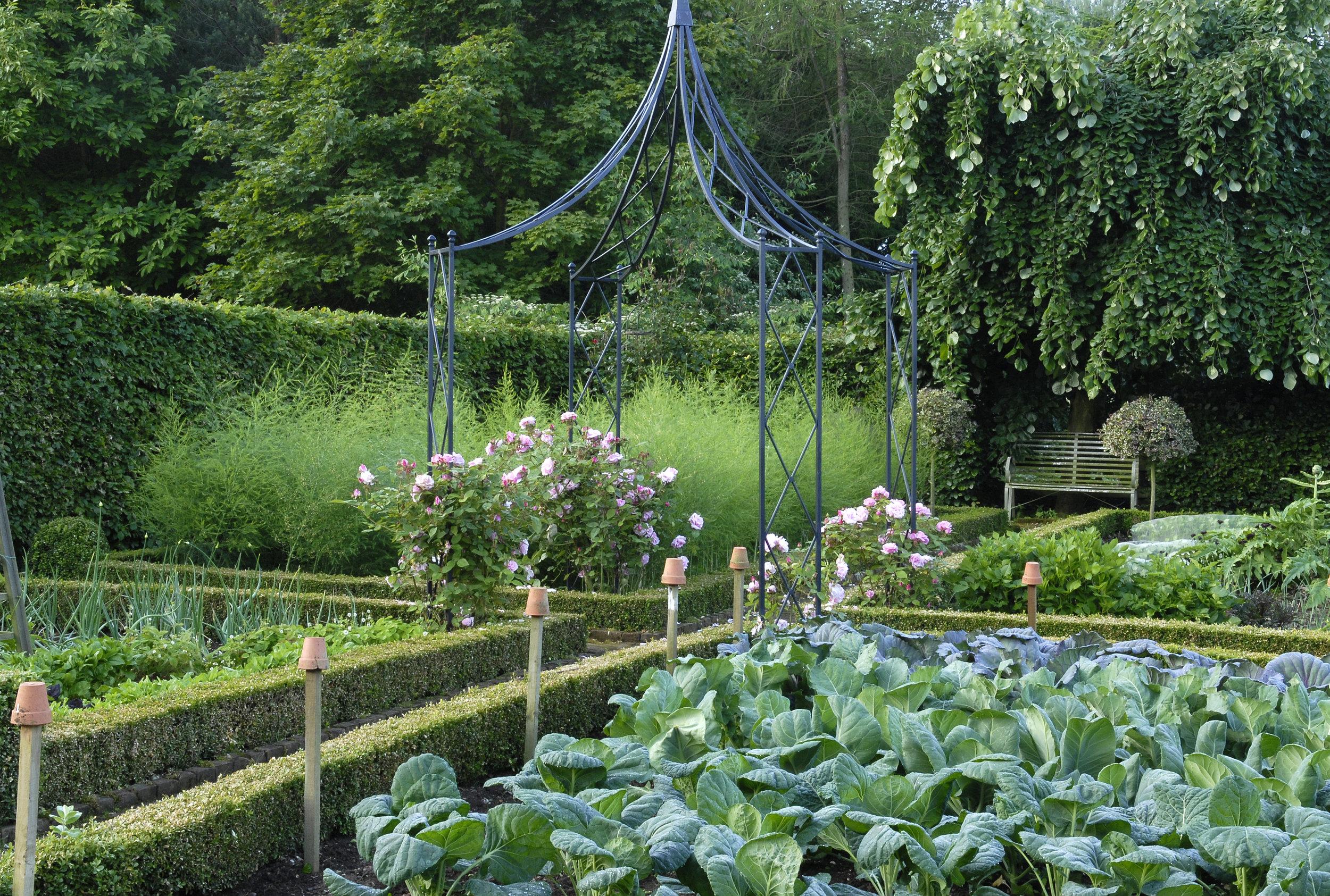 Val Corbett pictures 2008 011_kitchen_garden_1500.jpg
