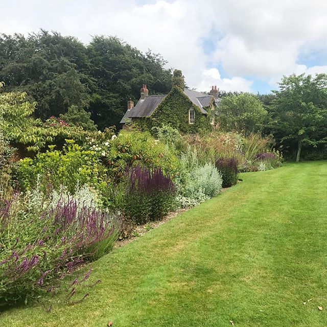 Can't quite capture how muggy it is today. Heavy sky here @jacksonswoldgarden . #jacksonswoldgarden #julyweather #heavysky #gardensofyorkshire #woldgardens #countrylife #ngs #thewolds #northyorkshire #summer2019