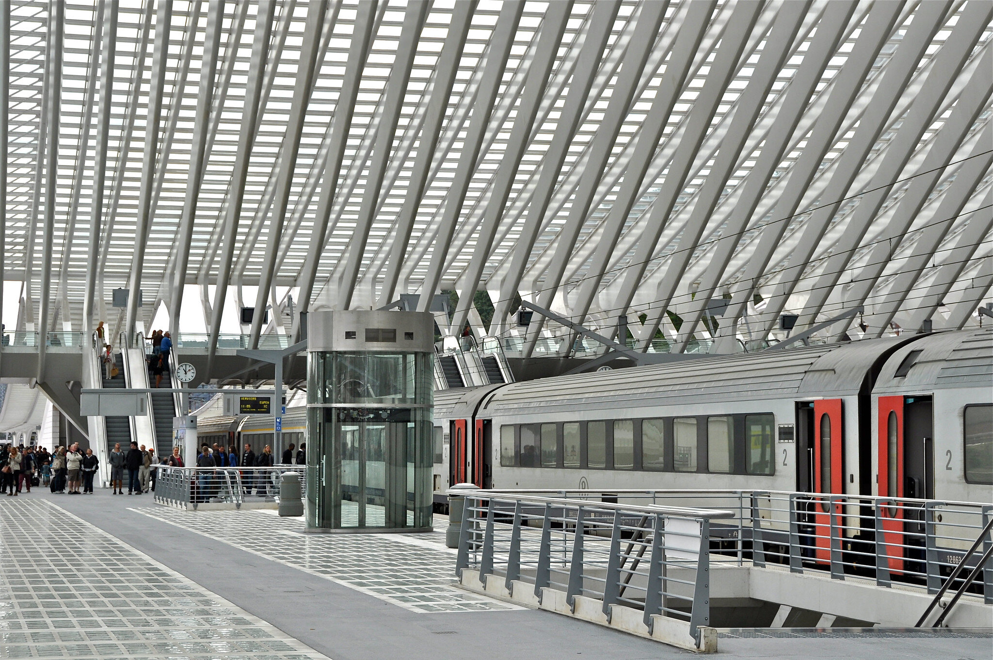 CONFERENCE AND GUIDED TOUR OF THE NEW MONS TRAIN STATION IN CONSTRUCTION - THE DESIGN AND PRACTICAL ASPECTS OF THE BUILDING BY SANTIAGO CALATRAVA WILL BE DISCUSSED AS WELL AS THE CONSTRUCTION CHALLENGES FOR A BUILDING THAT IS BEING BUILT OVER A CONTINUOUSLY ACTIVE RAILWAYPhoto:
