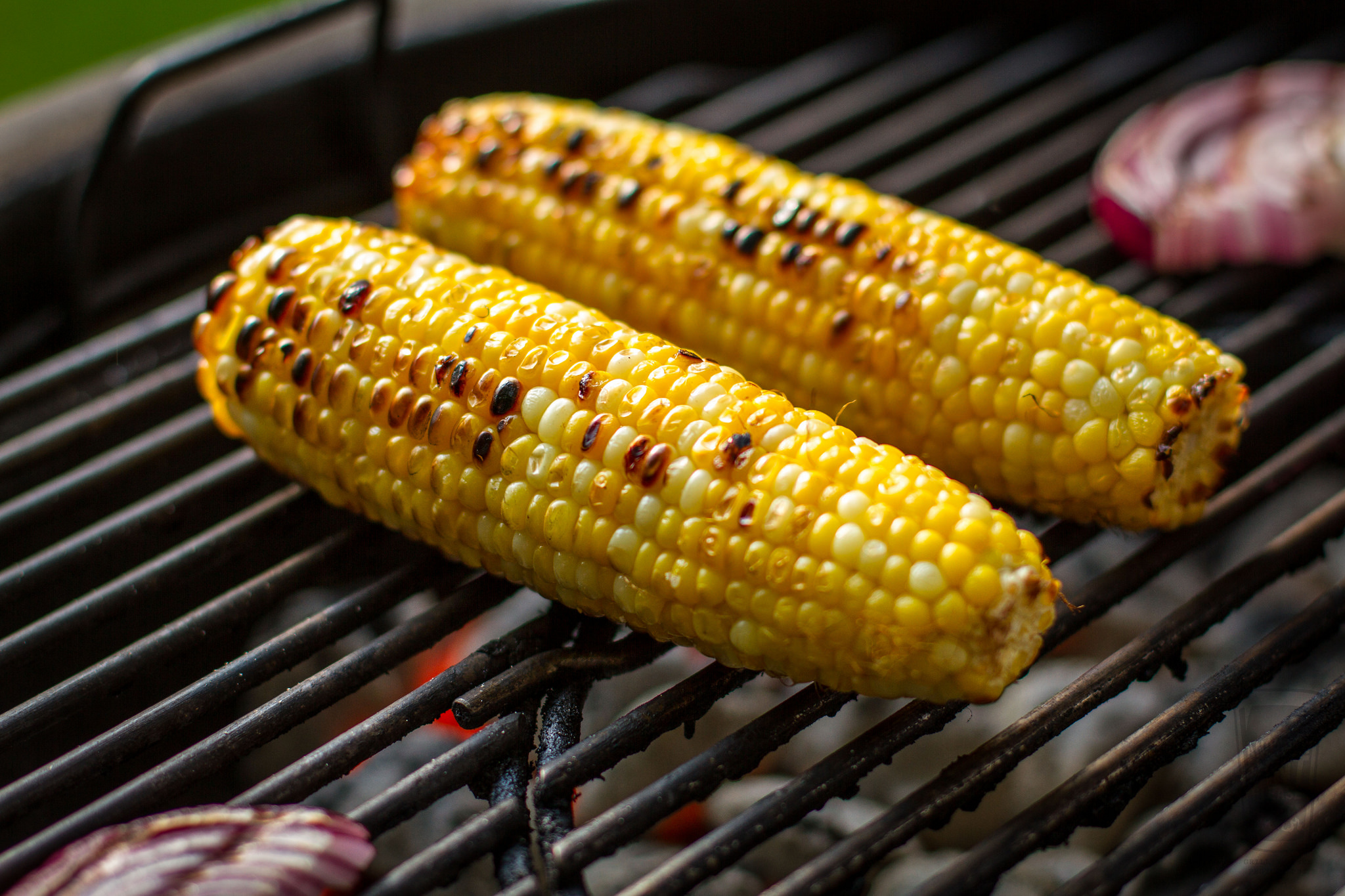 grilled corn on weber kettle.jpg