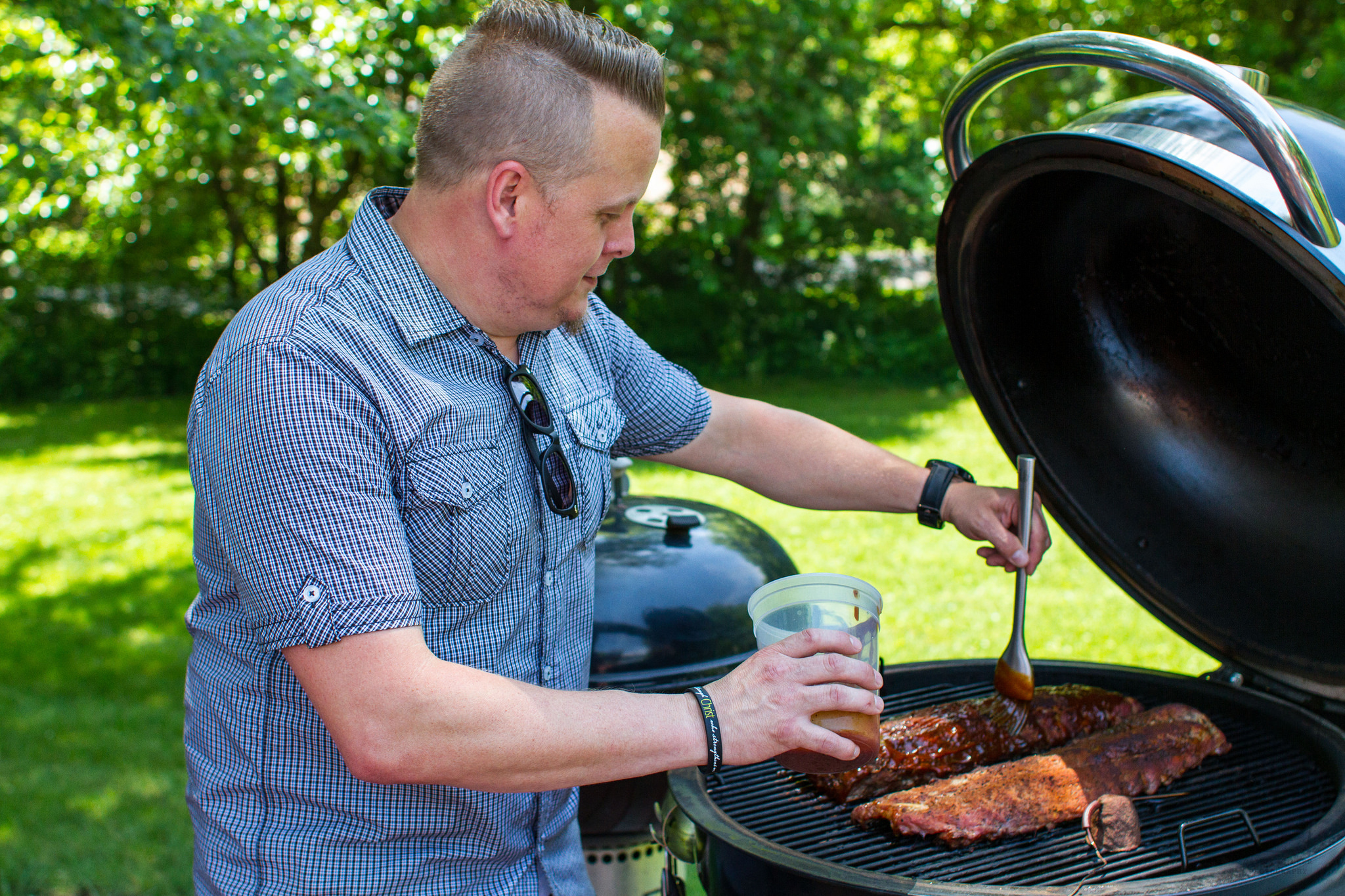 saucing ribs on the weber summit charcoal grill.jpghttps://www.flickr.com/photos/anotherpintplease/29262165836/in/dateposted/