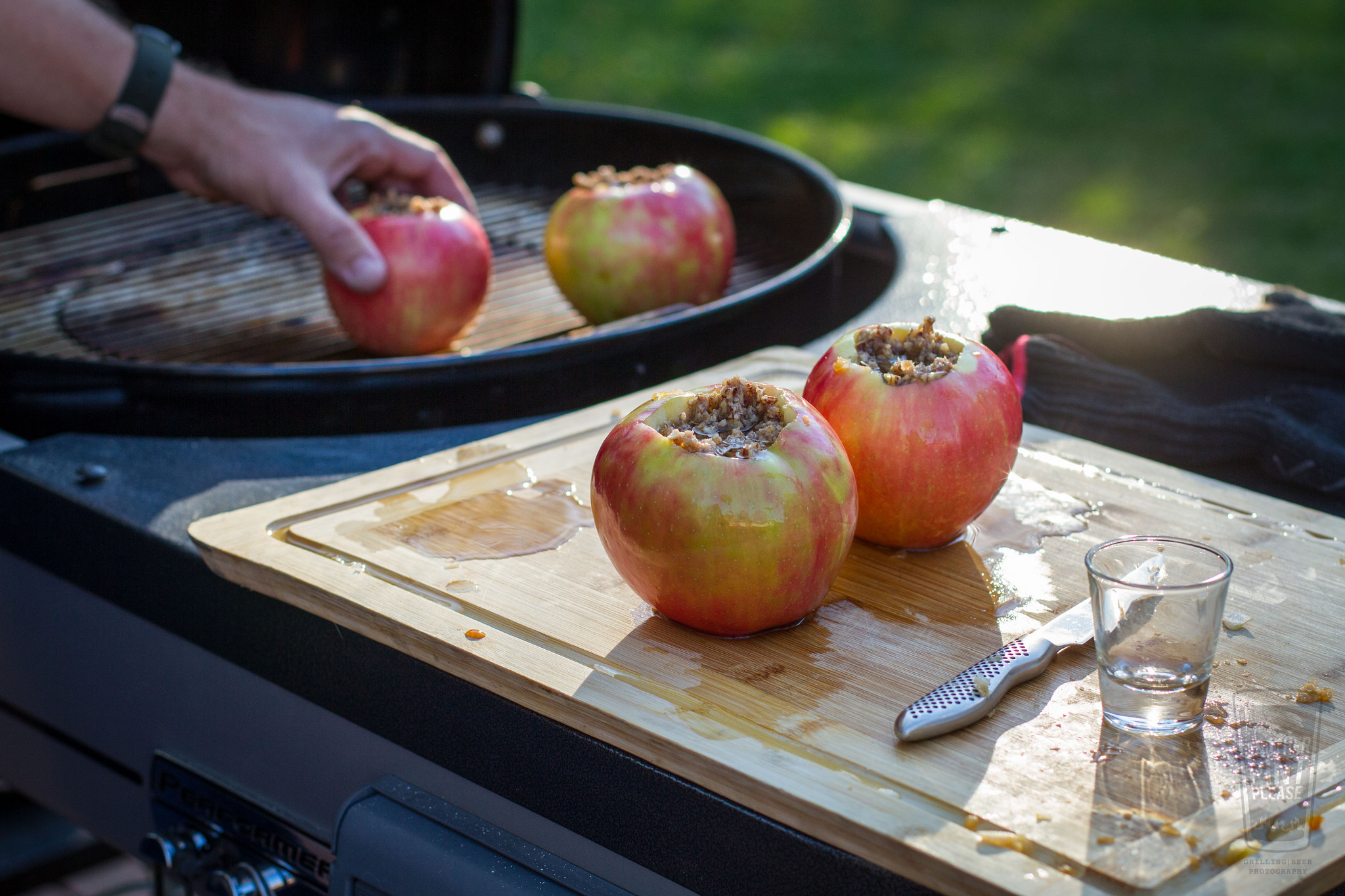 placing apples on weber grill.jpg