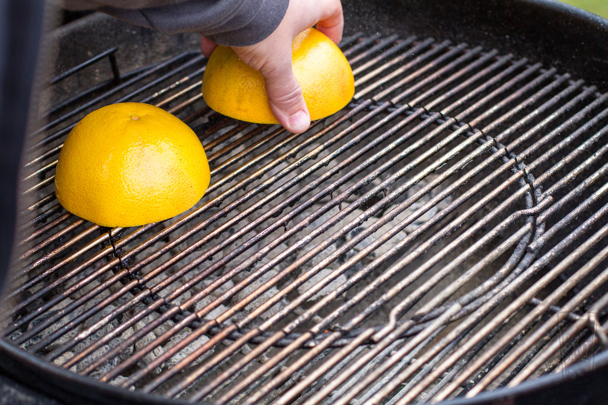grapefruit grilled on weber kettle.jpg
