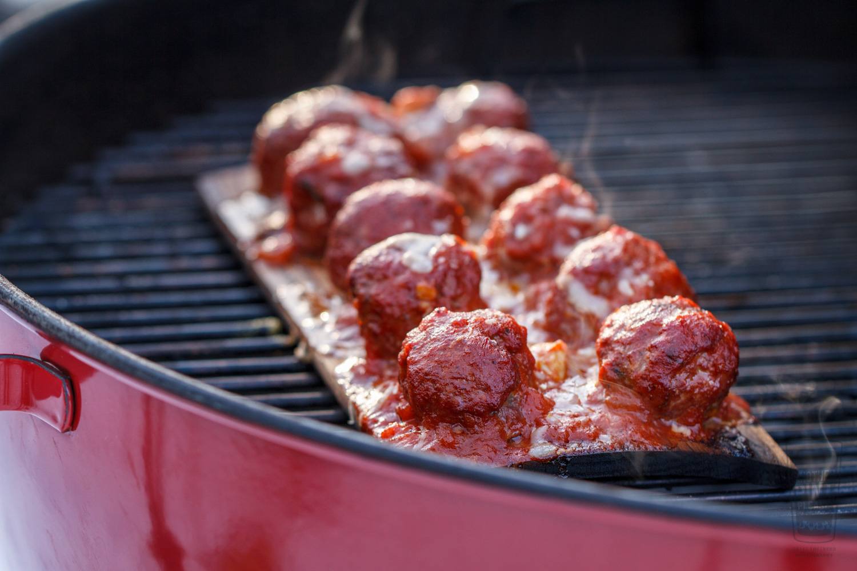 Planked Meatballs with Marinara Sauce
