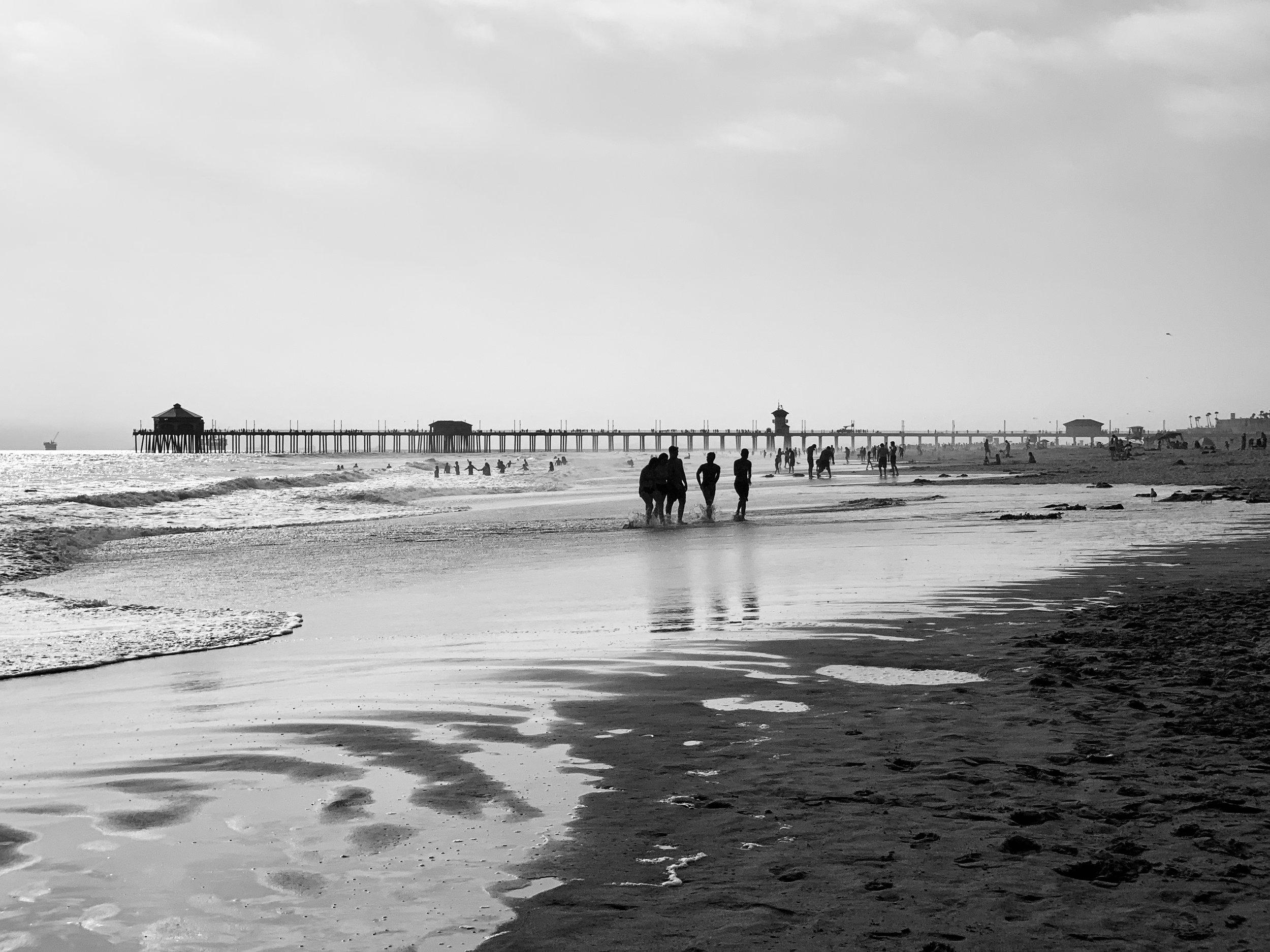 Huntington Beach Pier.jpg