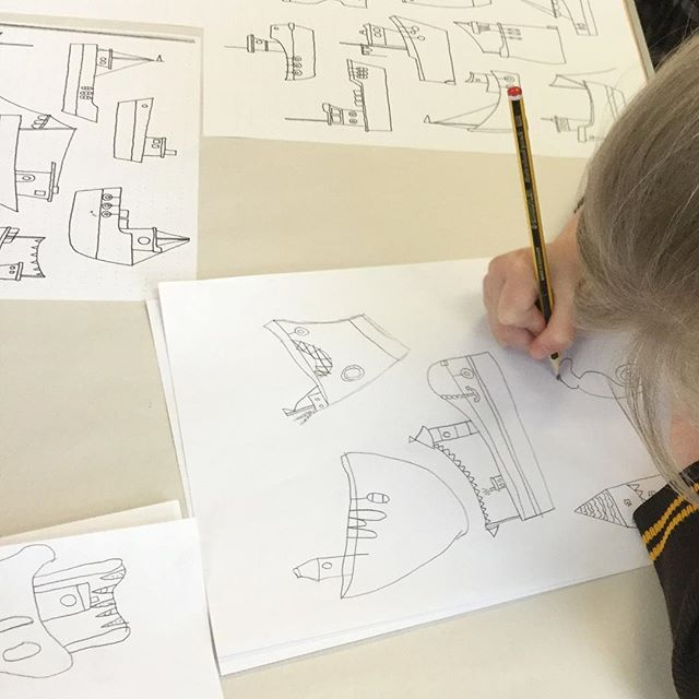 I have some fantastic pictures to share with you from my recent trip to West Leigh Infant School. As you can see we had a great time designing and drawing our own boats. I wanted to encourage the children to get creative with their ideas, but as you can see, they really didn't need much encouragement. Imagination comes so naturally to children. Just brilliant. #westleighschool #fendellposters #artclass #leighonsea