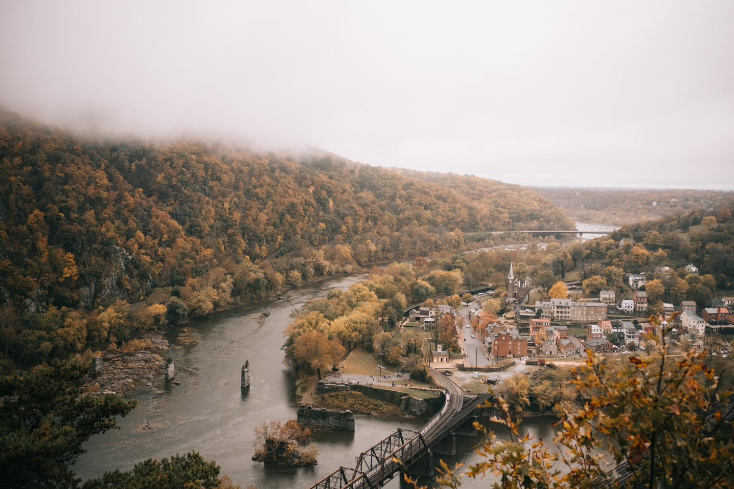 harpers ferry maryland heights autumn foggy day
