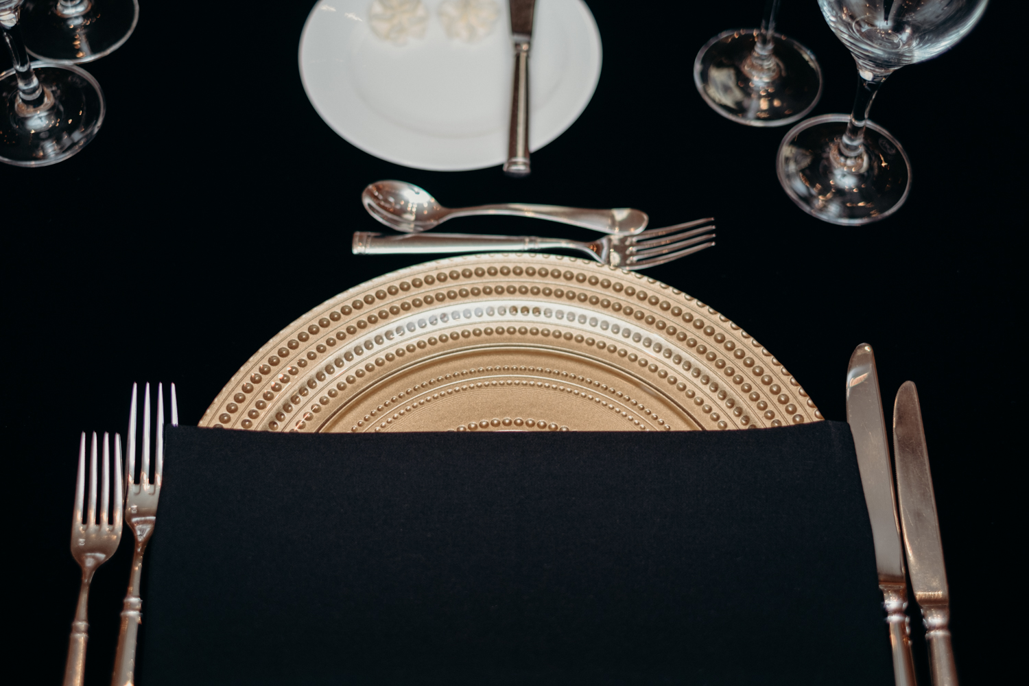 black and gold table setting at middleburg virginia wedding